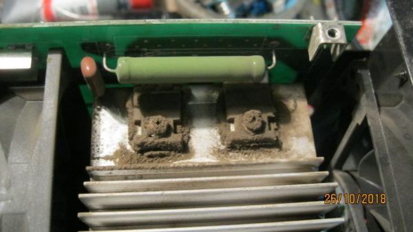 Ремонт сварочного аппарата Ресанта 190 проф, обрыв защитного резистора 47 ОМ