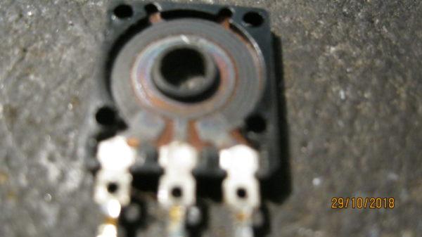 Рассыпавшийся переменный резистор в ресанта 160